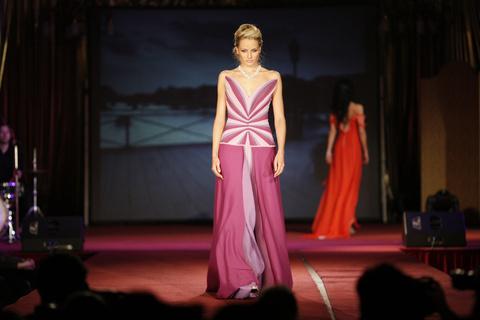 FOTKA - Jiřina Tauchmanová představuje Velkou módní show 2009