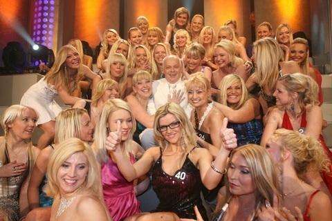 FOTKA - Bob Klepl se postaví padesáti blondýnkám na 1. máje!