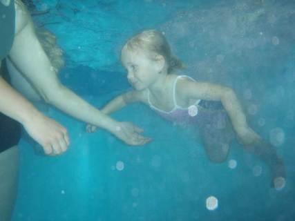 FOTKA - Plavání kojenců má příznivý vliv na psychiku dítěte i celé rodiny