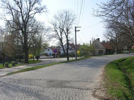 FOTKA - Obec Hradištko s barokním zámečkem
