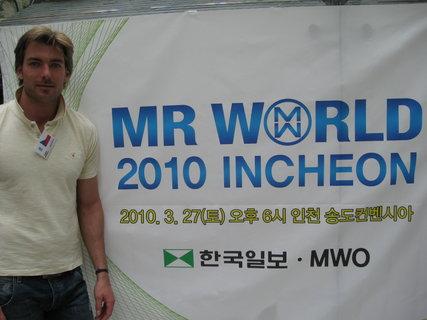 FOTKA - Josef Karas postupuje do semifinále soutěže Mr.World
