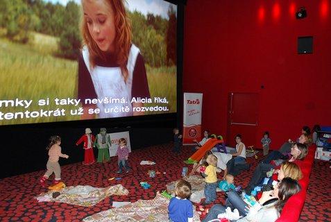 FOTKA - Maminko, přijď i smiminkem do kina! ...a užijte si to oba