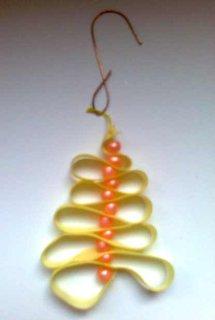 FOTKA - Vyrob si sama: Vánoční stromečky z korálků a stužek