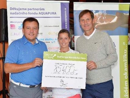 FOTKA - Golfisté přispěli částkou 85 400 Kč na pomoc pacientům s poruchou srážlivosti krve