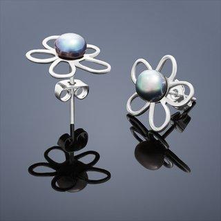 """FOTKA - Proč musí perlové náušnice patřit do vašeho seznamu """"MUST HAVE""""?"""