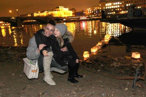 FOTKA - Celebrity rozsvítily Vltavu pro dobrou věc!