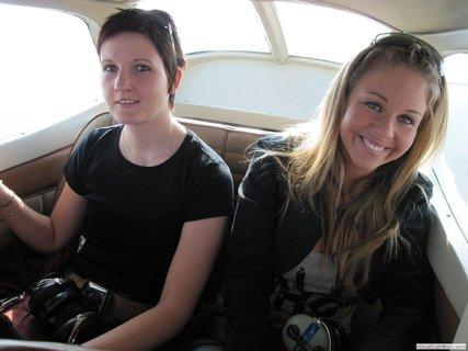 FOTKA - Českem hýbe nový trend: Ženy usedají za knipl čím dál častěji