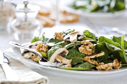 FOTKA - Vylaďte letní pokrmy řeckým olivovým olejem