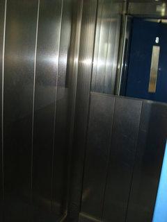 FOTKA - Porada ve výtahu