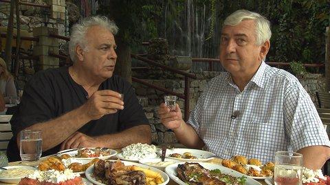 FOTKA - Vůně řecké kuchyně s Miroslavem Donutilem