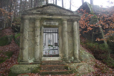 FOTKA - Skalní kaple