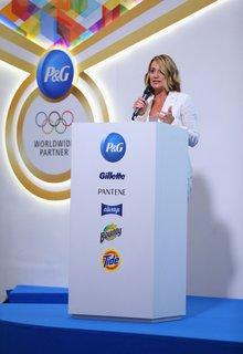 FOTKA - Otevření P&G Family Home uvedla zlatá olympionička Nadia Comăneci