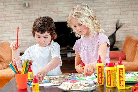 FOTKA - Vybíráme bezpečné lepidlo pro děti do školy