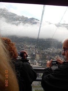 FOTKA - Hora Aiguille du Midi a úžasný letecký pohled na vrchol Mont Blanku