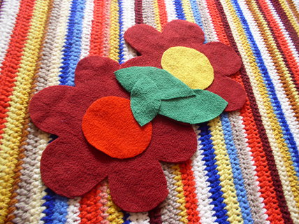 FOTKA - Vyrob si sama: Háčkovaný kobereček s kytičkami