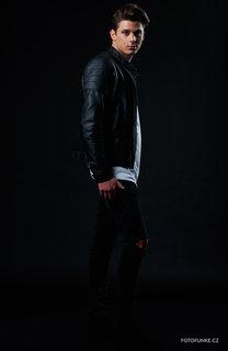 FOTKA - Zpěvák Sebastian vyráží na své první turné