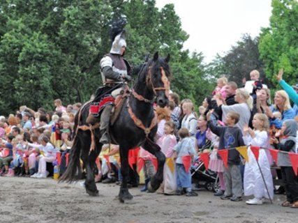 FOTKA - Princeznovský bál rozdával radost dětem