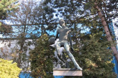 FOTKA - Objevte kouzlo normalizačních soch a plastik