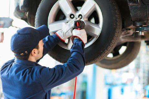 FOTKA - Čas přezutí na letní pneumatiky. Ty zimní jsou za vyšších teplot nebezpečné.