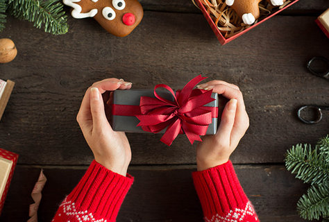 FOTKA - Veselé voňavé Vánoce přeje Christian Siriano