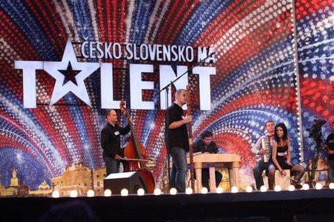 FOTKA - Česko Slovensko má talent – nekomunikativní silák a odvážné skoky za zvuku bubnů