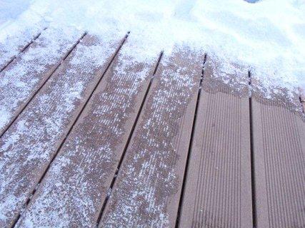FOTKA - Jak se zbavit sněhu a ledu na terase?
