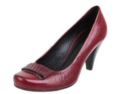 FOTKA - Kolekce jaro/léto 2011 je plná ženskosti a elegance