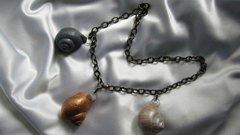 FOTKA - Netradiční šperky z ulity hlemýždě vám budou připomínat jaro
