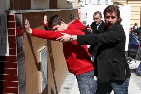 FOTKA - Cesty domů - 57. díl – Zatčení