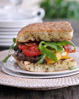 FOTKA - Šéf na grilu - Hamburger může být neskutečná dobrota