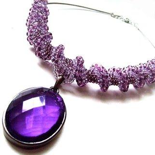 FOTKA - Nápadné šperky rozsvítí váš outfit