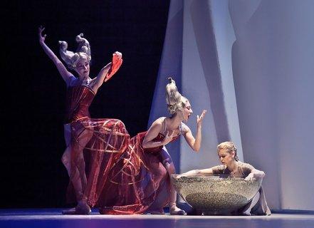 FOTKA - Balet Popelka s francouzským espritem J.-Ch. Maillota v Národním divadle
