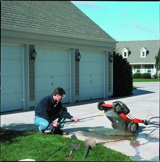 FOTKA - Velký úklid kolem domu i v zahradě - s tlakovou myčkou je to hračka