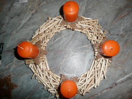 FOTKA - Vyrob si sama - Adventní věnec z klacíků