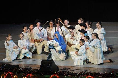 FOTKA - Pozvánka Mezinárodní festival dětí a mládeže a představení Zimní pohádka 2012