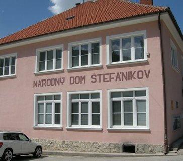 FOTKA - Čachtice: Za hraběnkou Bathoryovou a M. R. Štefánikem