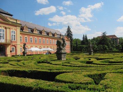 FOTKA - Zámek Dobříš a jeho francouzská zahrada