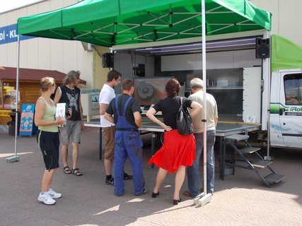 FOTKA - Roomba a Scooba v ulicích aneb iRobot Road Show 2012
