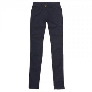 FOTKA - Letošní podzim patří barevným jeans