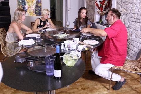 FOTKA - VIP Prostřeno 2.10. 2012 - Upír Krejčí