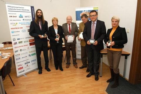 FOTKA - Nadační fond Aquapura předal nemocnicím nové lékařské přístroje