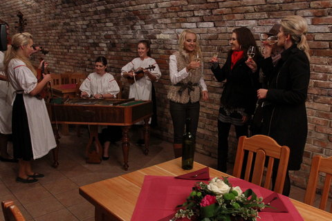 FOTKA - VIP Prostřeno 15.11. 2012 - Lenka Špillarová