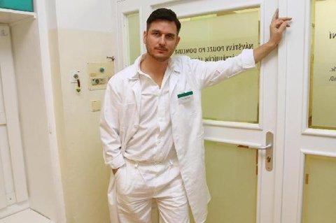 FOTKA - Lumír Olšovský jako nový doktor v seriálu Cesty domů