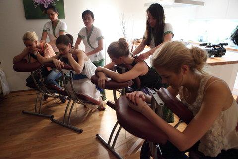 FOTKA - VIP Prostřeno 21.3. 2013 – Česká Miss World 2012 Linda Bartošová