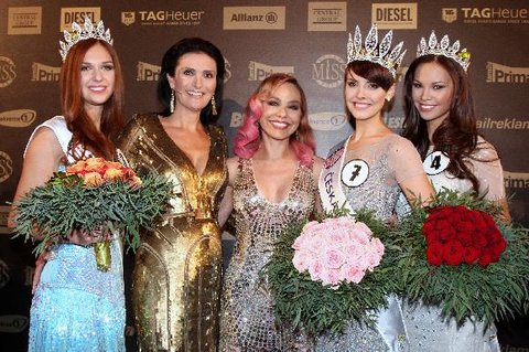FOTKA - Gabriela Kratochvílová je vítězkou soutěže Česká Miss 2013