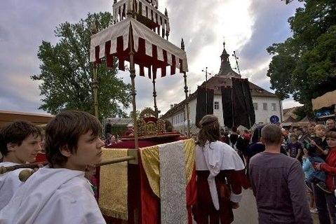 FOTKA - Královský průvod 2013 z Prahy na Karlštejn