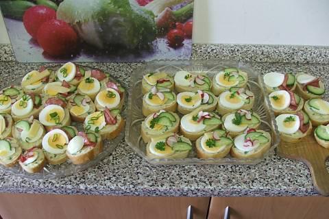 FOTKA - Jarní chlebíčky s bylinkovým máslem