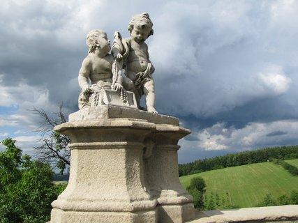 FOTKA - Soška na barokním hřbitově