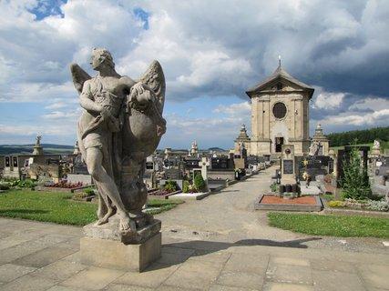 FOTKA - Na barokním hřbitově ve Střílkách