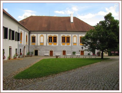 FOTKA - Zlatá Koruna - v areálu kláštera